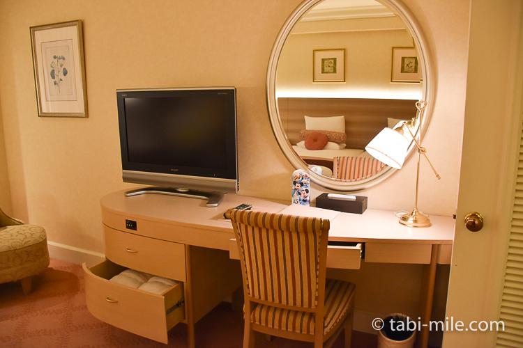 ホテルオークラ東京ベイ デラックスルーム デスク テレビ