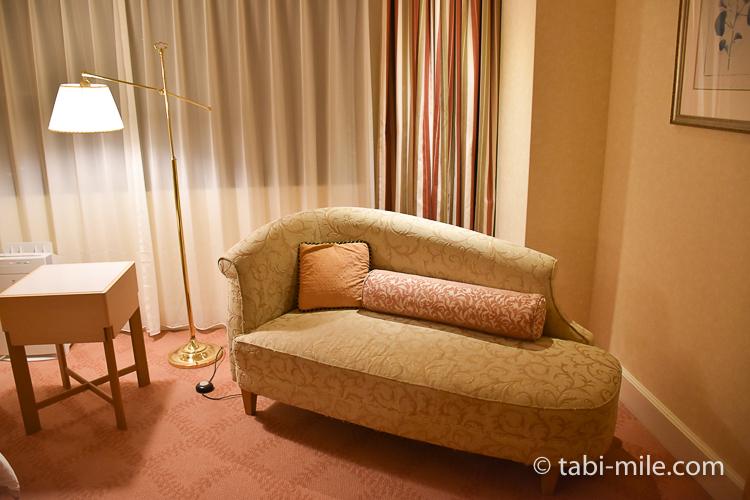 ホテルオークラ東京ベイ デラックスルーム ソファ ライト