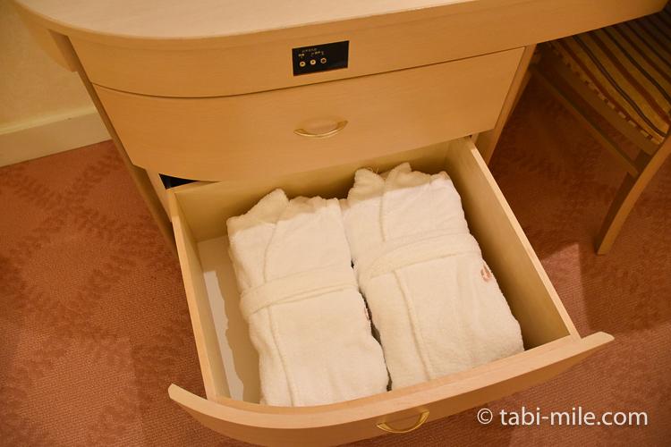 ホテルオークラ東京ベイ デラックスルーム バスローブ
