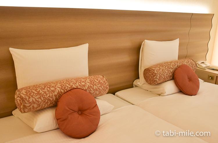 ホテルオークラ東京ベイ デラックスルーム ベッドクッション