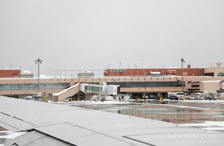 JAL国内線青森空港到着