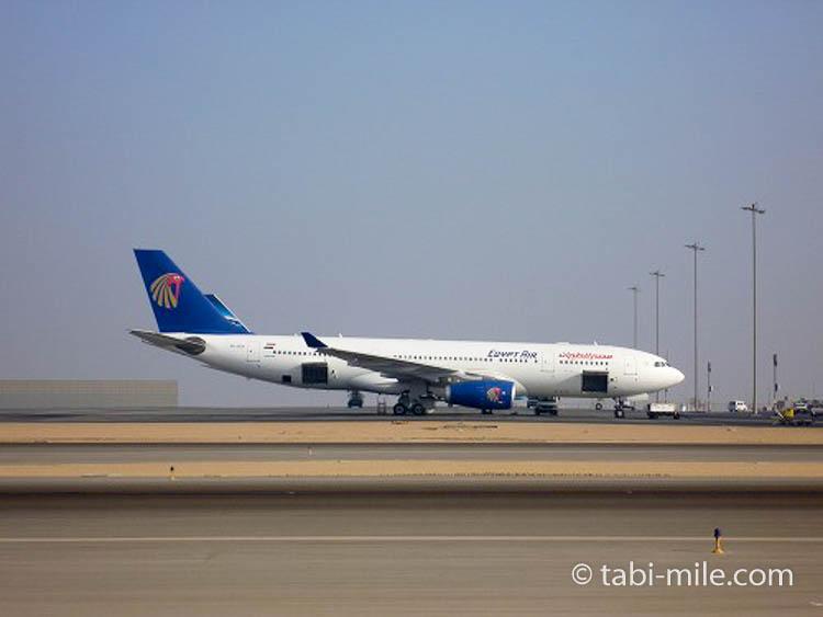 カイロ空港に駐機するエジプトエア