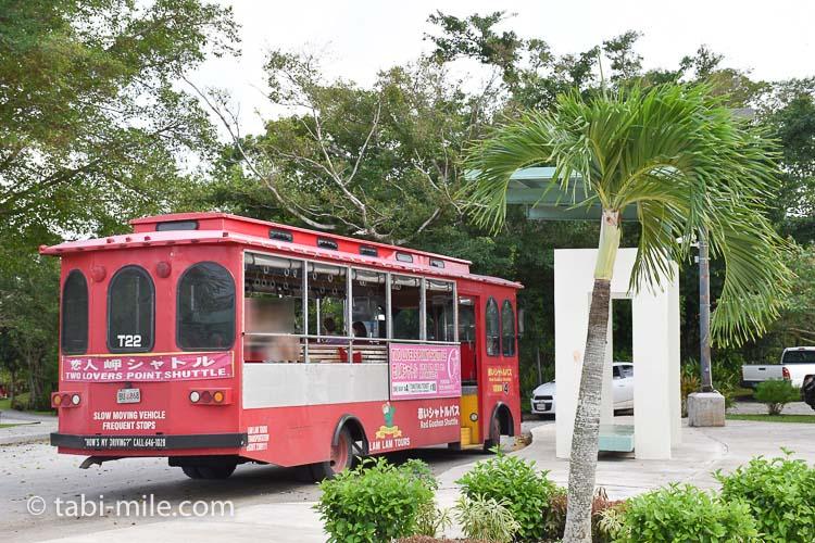 グアム 恋人岬 赤いシャトルバス1
