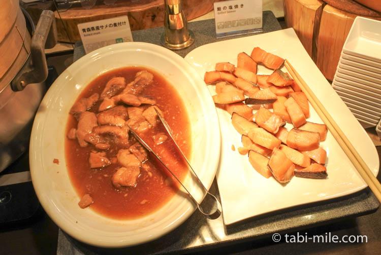 ホテルJALシティ青森 ラ・セーラ 朝食 焼き鮭 サメの煮付け