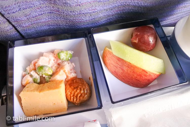 チャイナエアライン エコノミークラス 機内食 行き おかず 果物