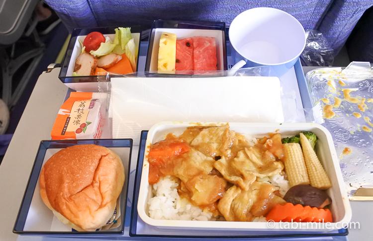 チャイナエアライン エコノミークラス 機内食 帰り カレーライス豚