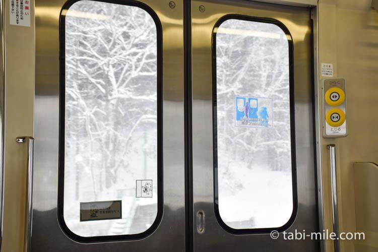 青森旅行 弘前 電車 窓雪