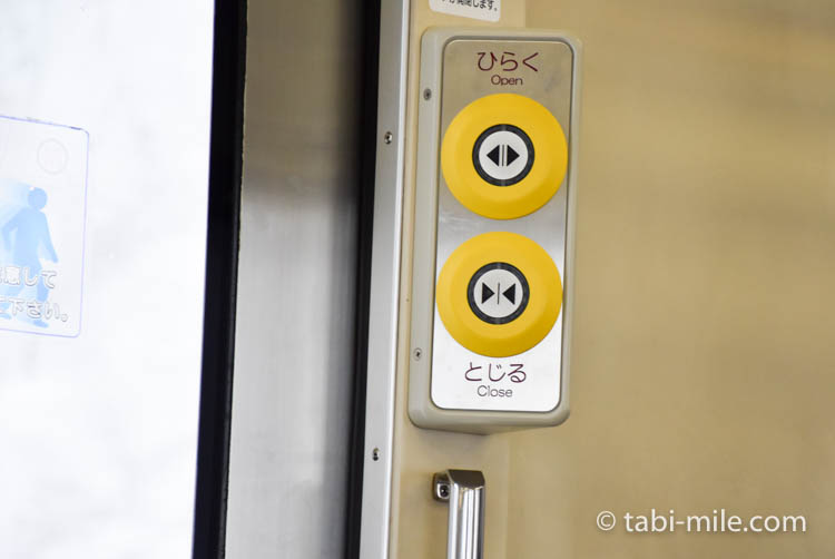 青森旅行 弘前 電車 ドアボタン