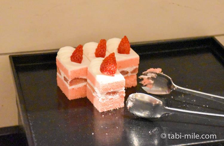 マリオット東京 エグゼクティブラウンジ アフタヌーンティーイチゴのケーキ