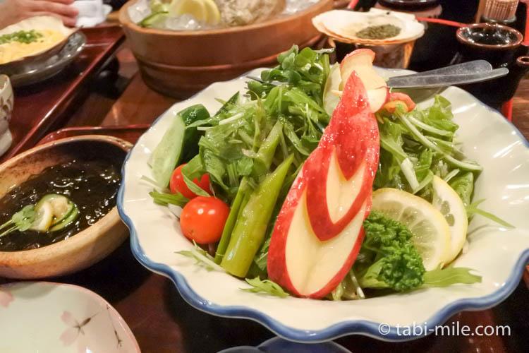津軽じょっぱり漁屋酒場 サラダ りんご