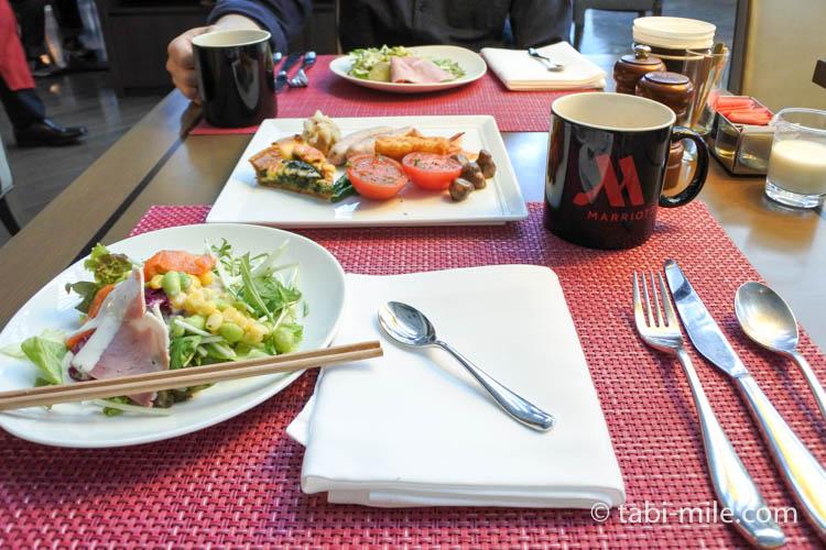 マリオット東京 朝食 テーブルセッティング