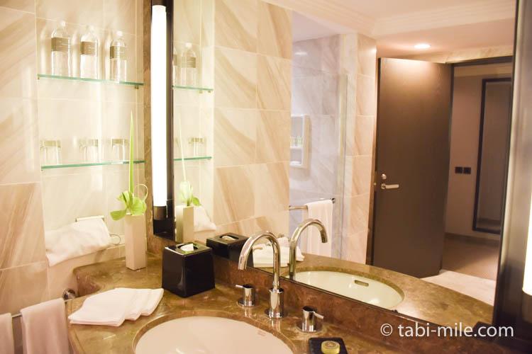 台湾旅行 リージェント台北 部屋バスルース洗面所鏡