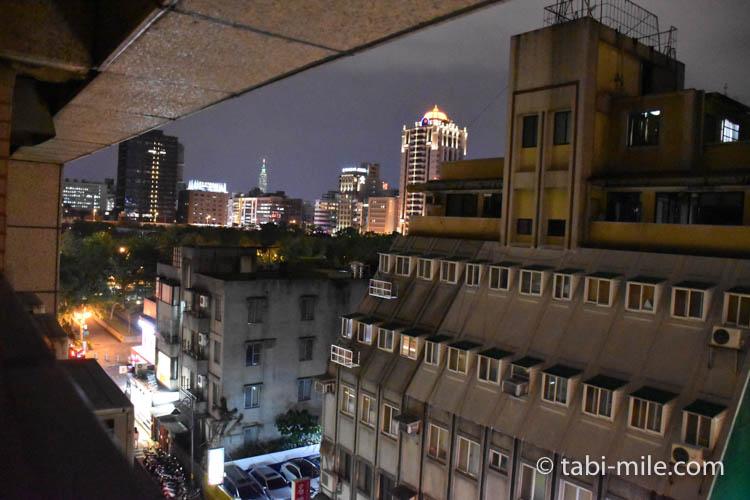 台湾旅行 リージェント台北 部屋からの景色夜2