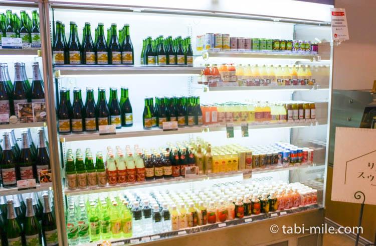 青森お土産 A-FACTORY 中の様子 りんごお酒ジュース1