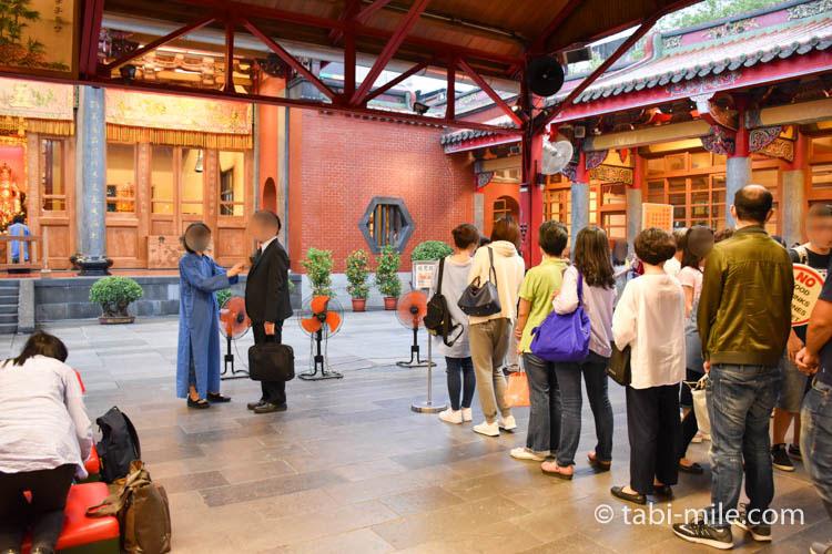 台北行天宮無料のおはらい「収驚」