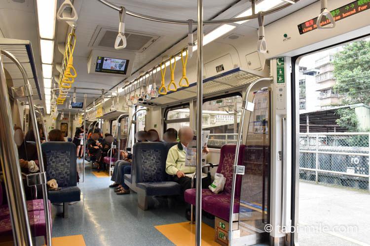 九份から台北への帰り方 瑞芳駅から台北駅行きの列車車内