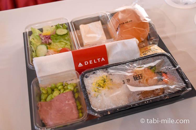 デルタ航空新キャビン・メインキャビン機内食試食02