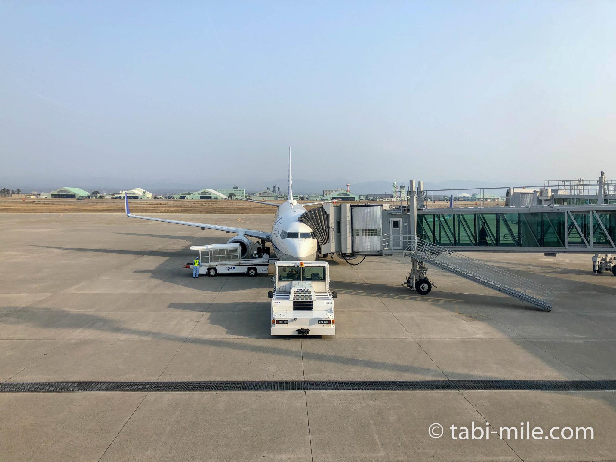 小松空港から出発するANA機体
