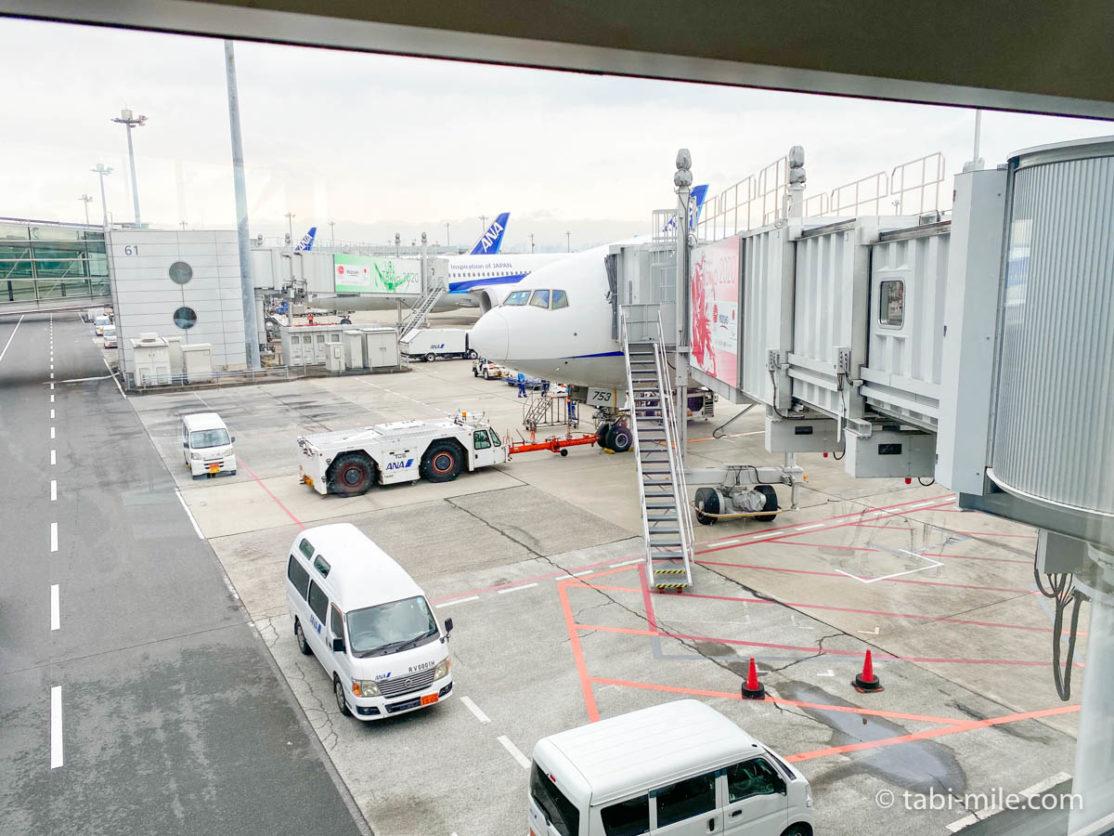 羽田空港、飛行機