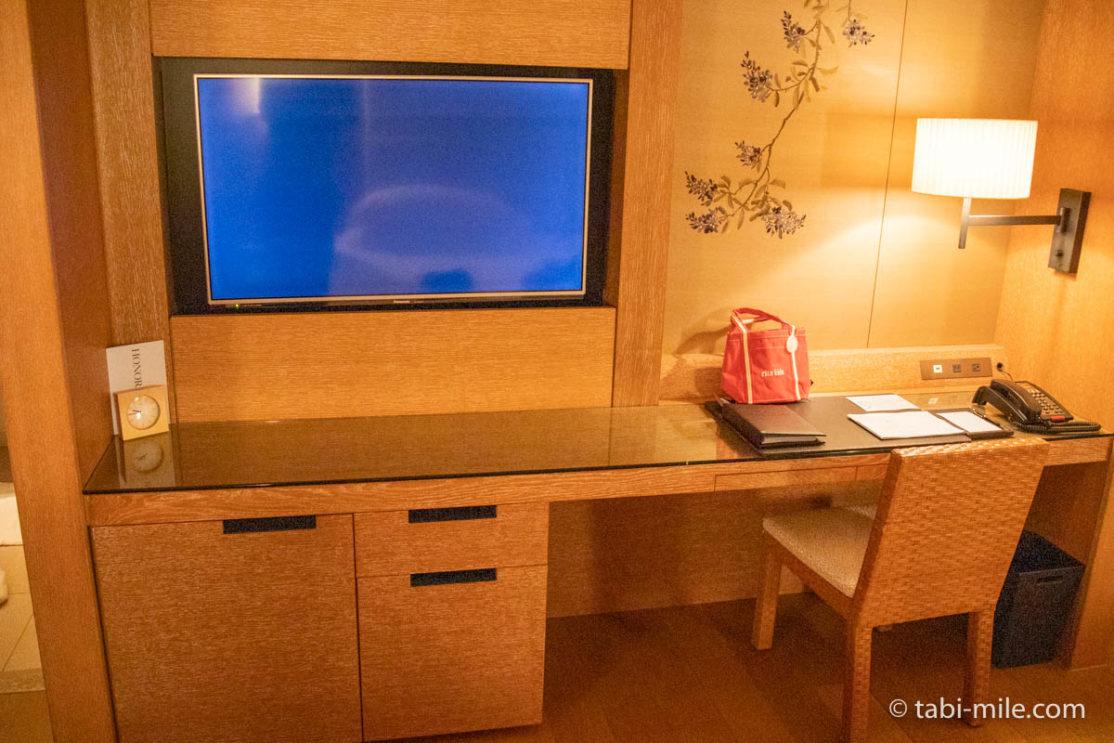 リッツ・カールトン沖縄、客室、テレビ
