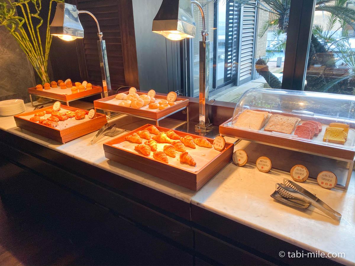 リッツカールトン沖縄、朝食ビュッフェ、グスク、食パン、デニッシュ
