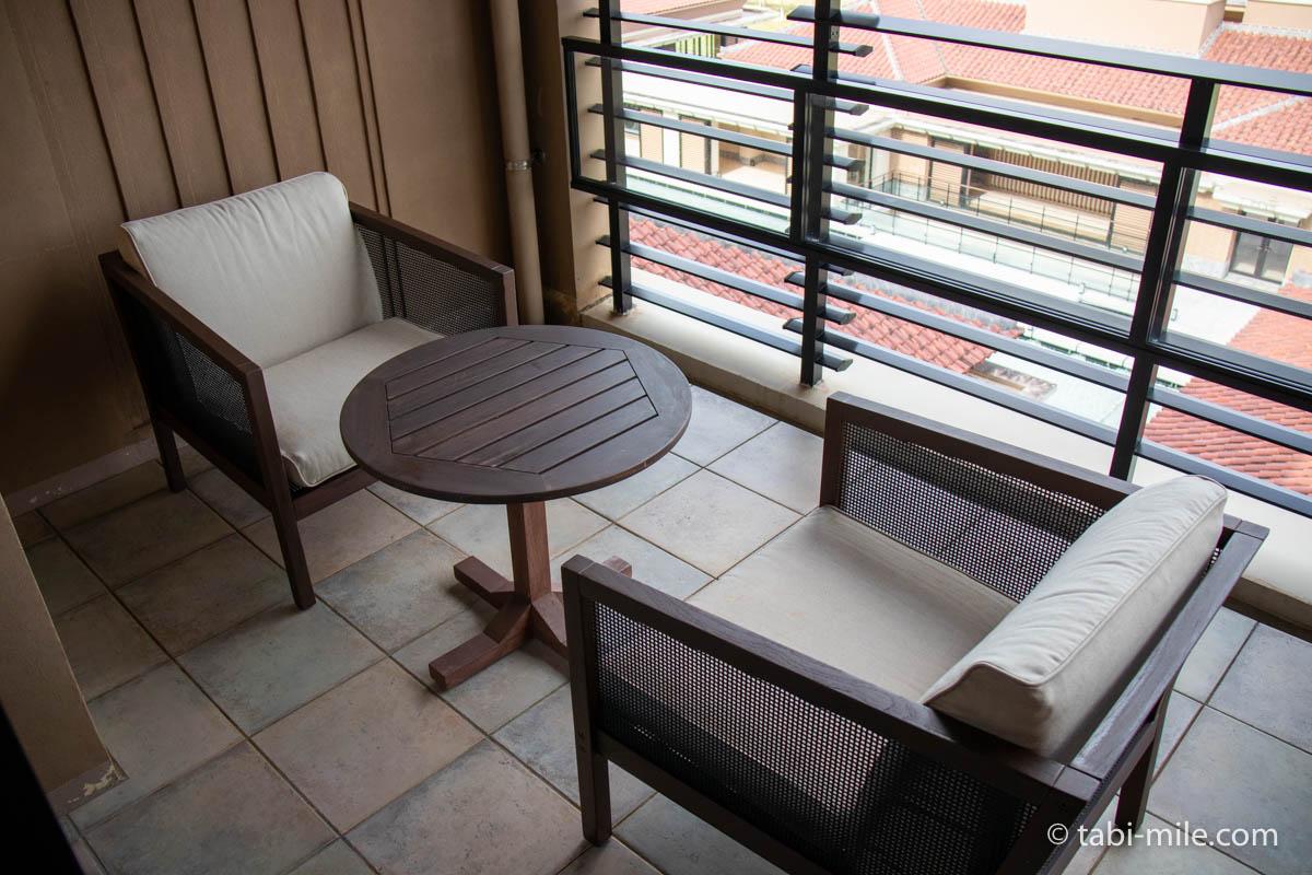 リッツ・カールトン沖縄、客室、バルコニー、椅子、机