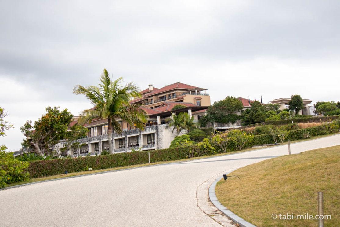 リッツ・カールトン沖縄、建物、坂道