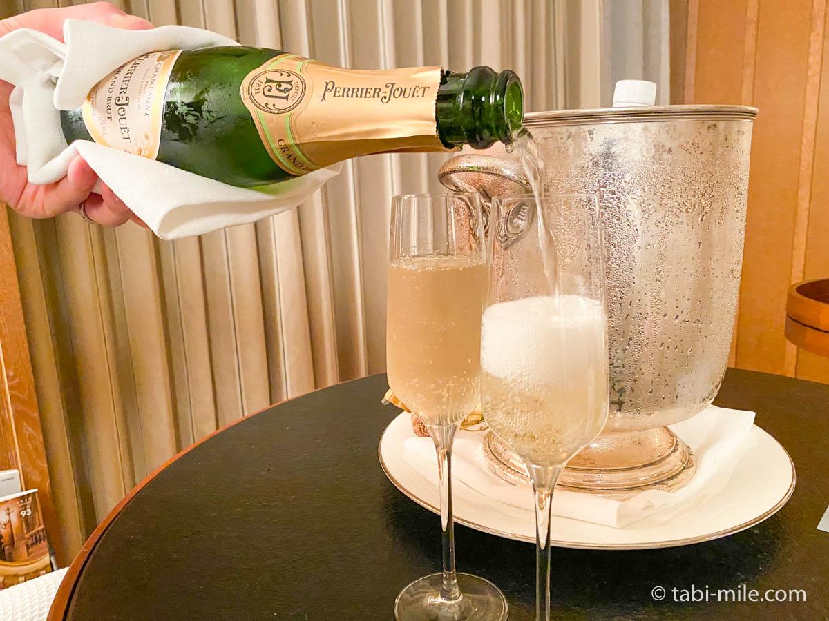 リッツ・カールトン沖縄、客室、ウェルカムギフト、シャンパン、高級、乾杯
