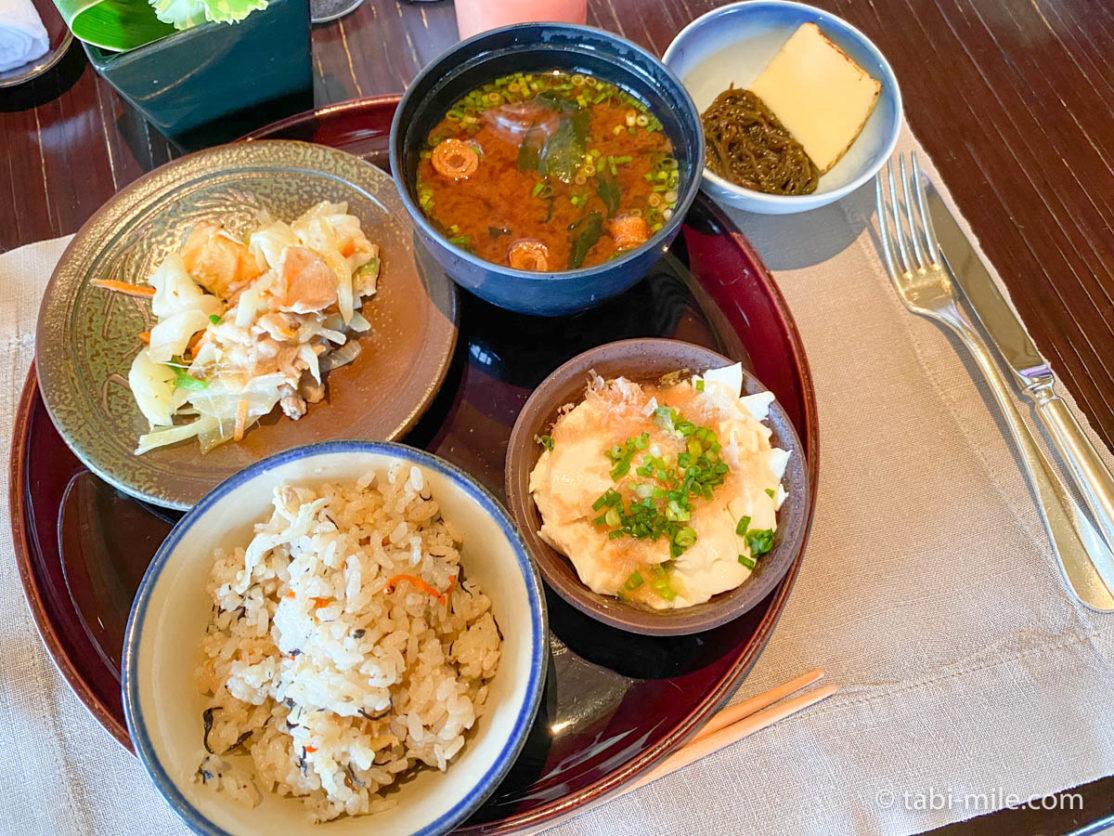 リッツカールトン沖縄、朝食ビュッフェ、グスク、朝食ビュッフェ、和食、ジューシー、味噌汁