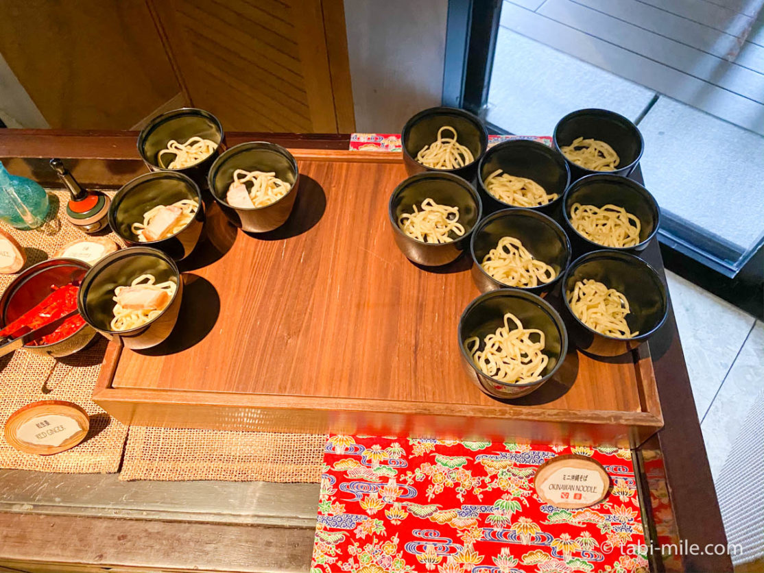リッツカールトン沖縄、朝食ビュッフェ、グスク、朝食ビュッフェの様子、ミニ沖縄そば