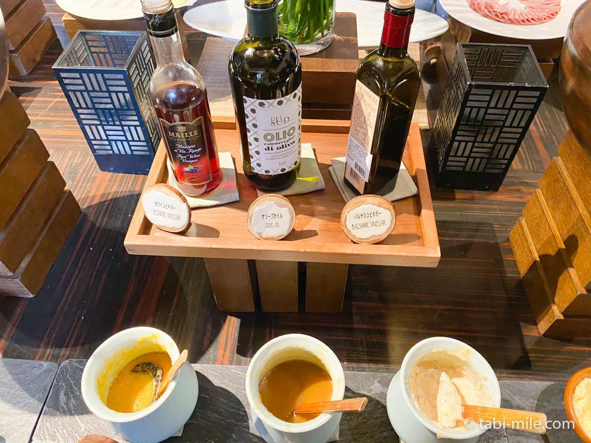 リッツカールトン沖縄、朝食ビュッフェ、グスク、サラダ、ドレッシング
