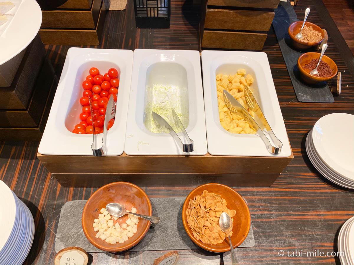 リッツカールトン沖縄、朝食ビュッフェ、グスク、サラダ、ミニトマト