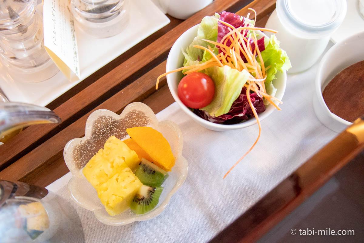リッツ・カールトン沖縄、ルームサービス、朝食、和食、サラダ、フルーツ