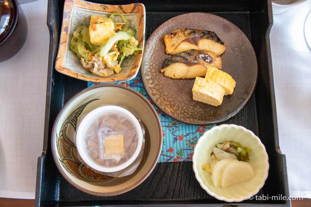 リッツ・カールトン沖縄、ルームサービス、朝食、和食、ゴーヤチャンプルー、焼き魚、納豆、卵焼き