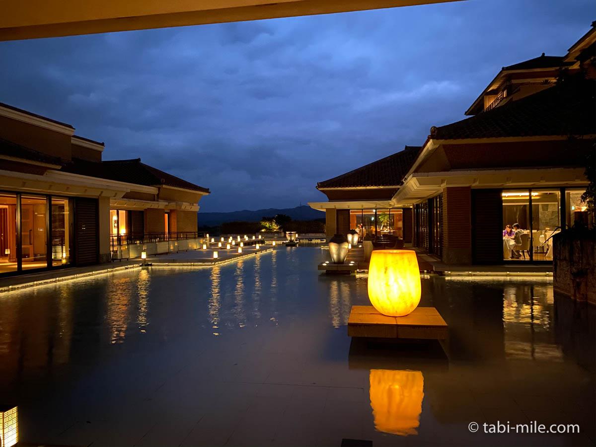 リッツ・カールトン沖縄、夜の景色